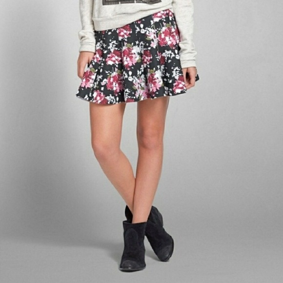Abercrombie & Fitch Dresses & Skirts - Abercrombie & Fitch Floral Skater Skirt • Size M